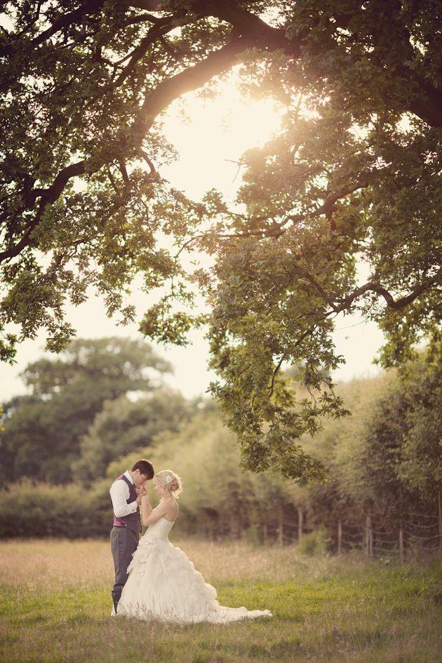 Dusky Pink Fairytale Wedding In A Barn   Bridal Musings Wedding Blog Fantastisk bilete!