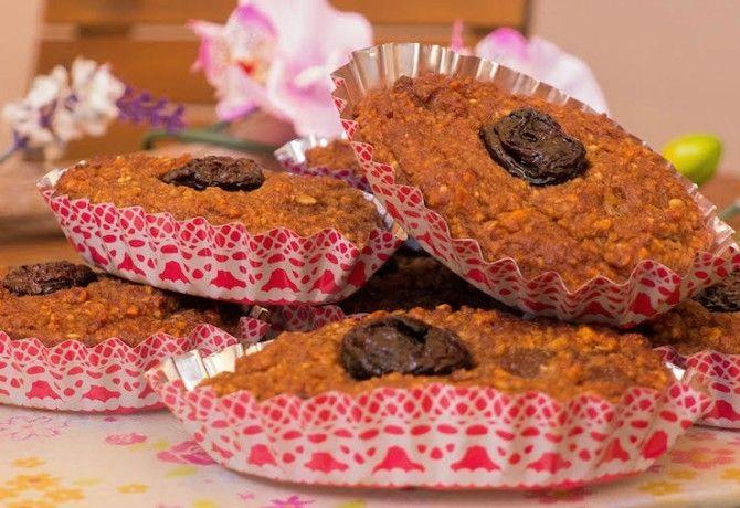 Meggyes-gyümölcsös fitness zabpehely süti recept képpel. Hozzávalók és az elkészítés részletes leírása. A meggyes-gyümölcsös fitness zabpehely süti elkészítési ideje: 35 perc
