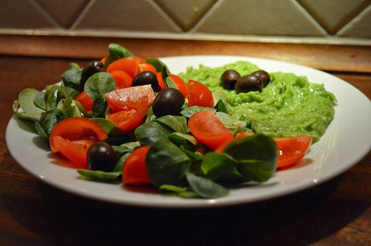 Salata valeriana, rosii cherry, masline si piure de mazarePentru Piure(Pranz+Cina)400 gr mazare6 cartofi cat nuca 10 gr untsareAm fiert mazarea si cartofii(taiati cuburi) separat, le-am strecurat, …