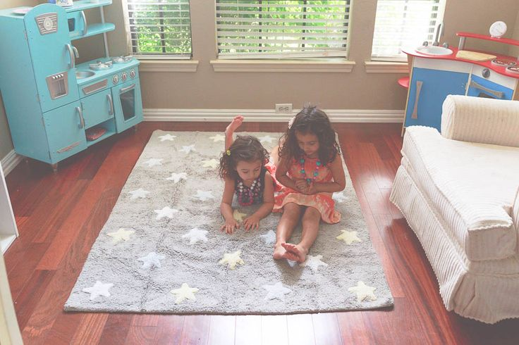 Sisters time│Kids room│Washable rugs│Eco-friendly│Home Deco│#washablerugs #lorenacanals #stars. Find more at: http://lorenacanals.com/