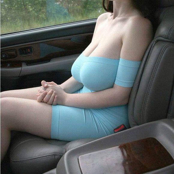 유명 자동차 정보 공유 커뮤니티인 보배드림 회원 사이에서 조수석 튜닝 사진이 눈길을 끌고 있다. /온라인 커뮤니티