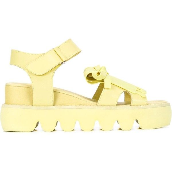 Xiao Li fringed sandals ($975) ❤ liked on Polyvore featuring shoes, sandals, yellow sandals, fringe shoes, yellow shoes and fringe sandals