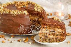 Бисквитный торт с черносливом и грецкими орехами