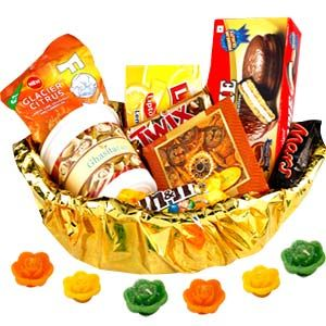 Beautiful reusable basket contains: Box of Ghasitaram's namkeen. Net weight: 250 grams. Box of Soan papdi. Net weight: 250 grams. Packet of Chocopie. Box of Lipton ice tea. Net weight: 280 grams. Packet of M & M candies. Net weight: 50 grams. 1 bar each of Twix and Mars. Net weight: 100 grams. Comes with pack of 5 floating candles. Costs Rs 1399/- http://www.tajonline.com/diwali-gifts/product/d3504/family-hamper-with-candles/?aff=pinterest2013/
