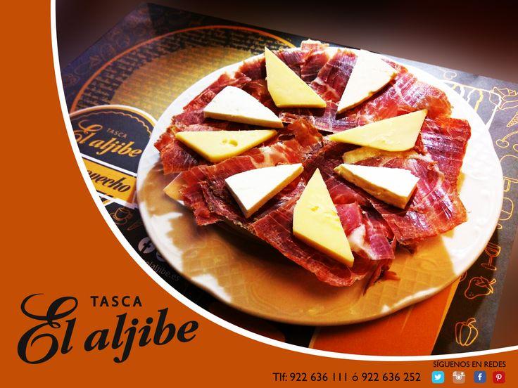 Tapa de jamón ibérico y quesos.