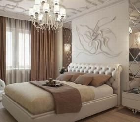 Декор из зеркальной плитки в спальне