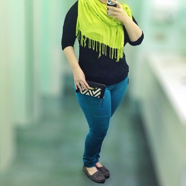 Plus size fashion - casual fall outfit. Dorothy Perkins teal jeggings, grey kilty Minnetonka moccasins.