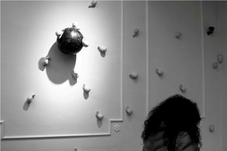 """Mater Terra 2 - MaM Cosenza. Collettiva d'arte contemporanea. Nella foto """"Attacco al Museo"""" installazione di Diego Minuti"""