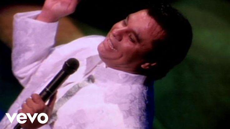 Vídeo oficial de Juan Gabriel de su tema 'Asi Fue'. Haz clic aquí para escuchar a Juan Gabriel en Spotify: http://smarturl.it/JuanGabrielSpotify?IQid=JuanGAF...