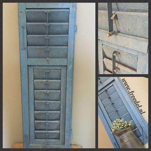 Authentieke Franse raam luiken € 39,95 p/st www.froedel.nl #raamwerk #louvreluiken #hout #ijzer #landelijk #wonen #mooiwonen #inrichting #binnen #buiten #interieur #landelijkwonen #sfeervol ##frans #living #blauw #froedel