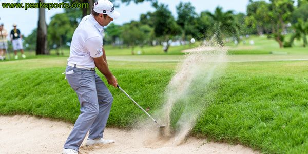 Many distractions can hurt your focus in golf. Some of the most difficult to deal with are noise, hecklers or rude opponents. When you are setting up for a shot, standing over the ball or starting your swing, outside noise can throw off your swing. Outside noise could potentially break your focus, tense up your body and disrupt your swing. Read more: