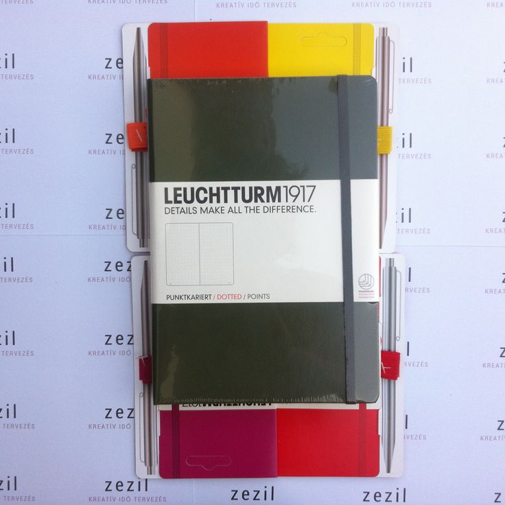Katonazöld színű Leuchtturm1917 A5-ös méretű ponthálós jegyzetfüzet narancssárga, citromsárga, málna színű és piros tolltartó gumival.  Leuchtturm1917 | pen loop | zezil
