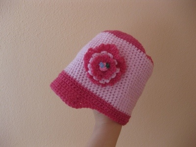 Schemi uncinetto: Cappellino bimba per l'inizio della primavera - Corredino a maglia e uncinetto - NostroFiglio.it