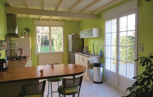 Holiday Home Montreuil Bellay with Fireplace 01 Montreuil Bellay Holiday Home Montreuil Bellay with Fireplace 01 is a holiday home with a garden, set in M?ron in the Pays de la Loire Region. The property is 50 km from Angers and free private parking is featured.