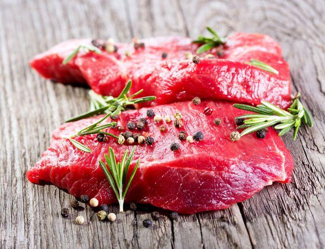 Продукты наиболее богатые железом — это, в первую очередь, красное мясо и субпродукты