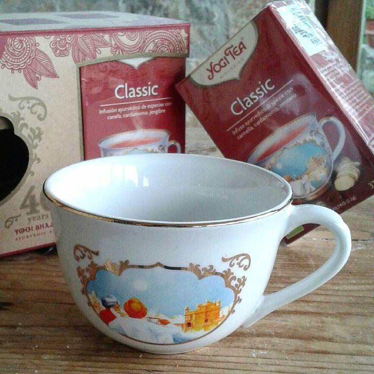È  arrivato un pacco profumatissimo con una tazza deliziosa, adesso non mi resta che provare tutte le ricette per un  rinfrescante ristoro di @yogiteaeurope Grazie @fiordiloto972 #tea #yogitea #fiordiloto #bio #biologico #fiordiloto1972 #cupoftea #teacup #healthylife #teatime