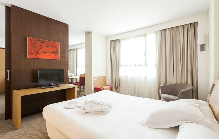 Descansa en nuestro hotel conectado con wifi gratis. www.confortelvalencia.com