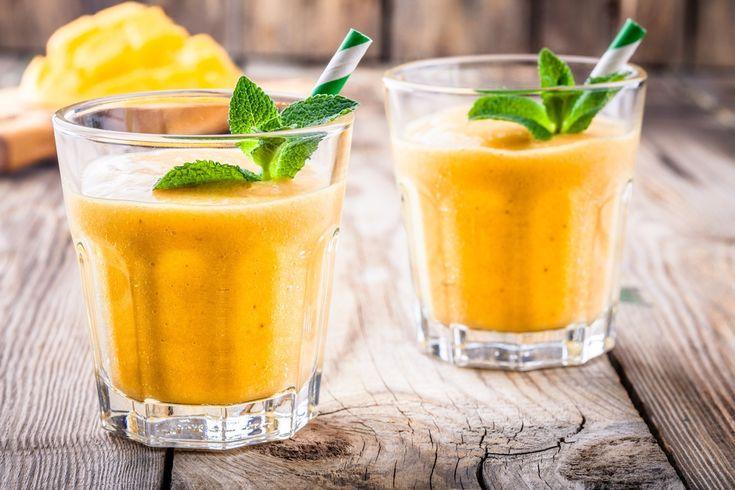 Préparation: 1. Mettez l'ananas et la mangue coupés en morceaux dans un blender. 2. Pressez le citron et l'orange et ajoutez les jus dans le blender. Mixez le tout.