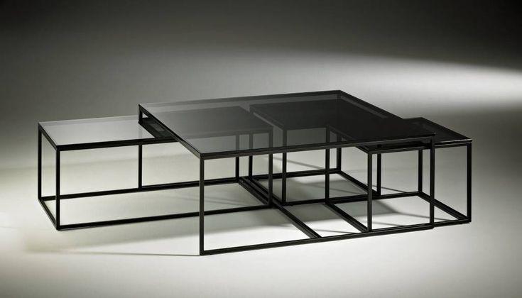 Vanaf: 430,- Artikelreferentie:Ruiz Uitvoeringen:Salontafelset met rookglas blad en zwart metalen onderstel. 100-100-43cm € 650,- 94-47-38cm € 550,- 47-47