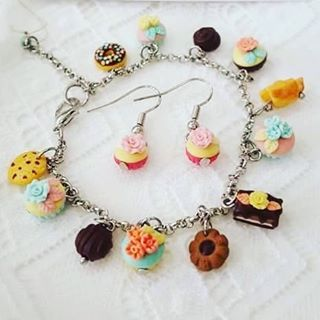 WEBSTA @ divazhousedubai - Cupcakes anyone?😋 #handmade #bracelet and #earrings from #divazhousedubai #accessories #unique #getthelook #fashion #fashionista #style #dubai #summer #instagood #outfit #trendingnow #accessories #followme #photooftheday #swag #pretty #instacool #instamood #iphonesia #picoftheday #beauty #ootd #outfitoftheday #shopping  #fresh #instafashion