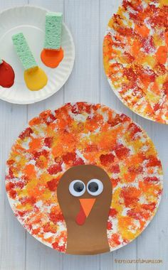 This Thanksgiving Turkey Craft uses a fun sponge painting technique on paper plates for the turkey's feathers that kids will love. #turkeycraft #kidcraft #theresourcefulmama #Thanksgiving