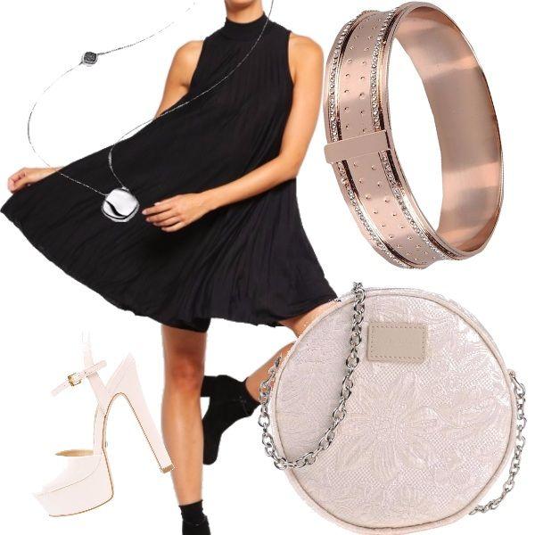"""Il bracciale?! La borsa?! Vogliamo parlarne?! Forse il sandalo è un pelo anonimo, così come il vestito, che però è uno di quei classici modelli che personalmente adoro, in quanto slanciano e """"coprono"""" i difetti sui fianchi! Ribadisco, il bracciale è qualcosa di strepitoso!"""