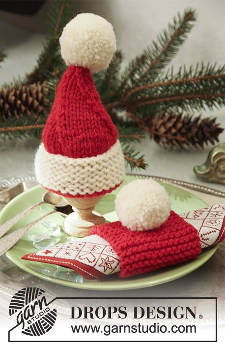 "Knitted DROPS Christmas egg warmers and Christmas serviette ring in ""Alaska""."