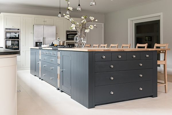 Suffolk kitchen island painted in Charcoal #Neptune #NeptuneTailored #kitchen www.neptune.com