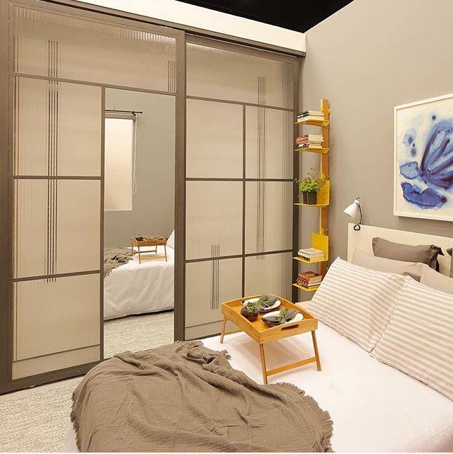 armrio com portas de metalon vidro canelado e espelho