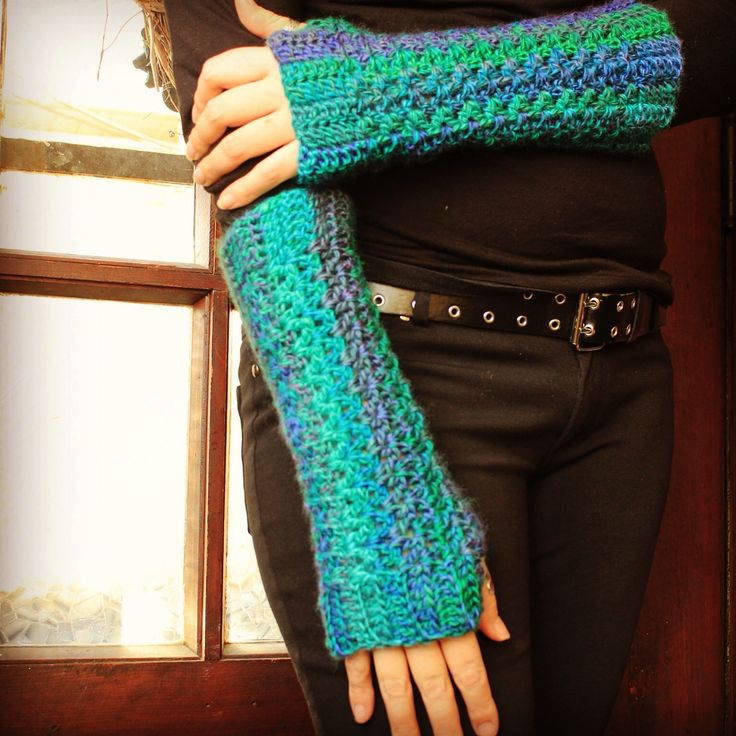Yay armwarmers!  Pattern was improvised and I didn't write it down....doh!