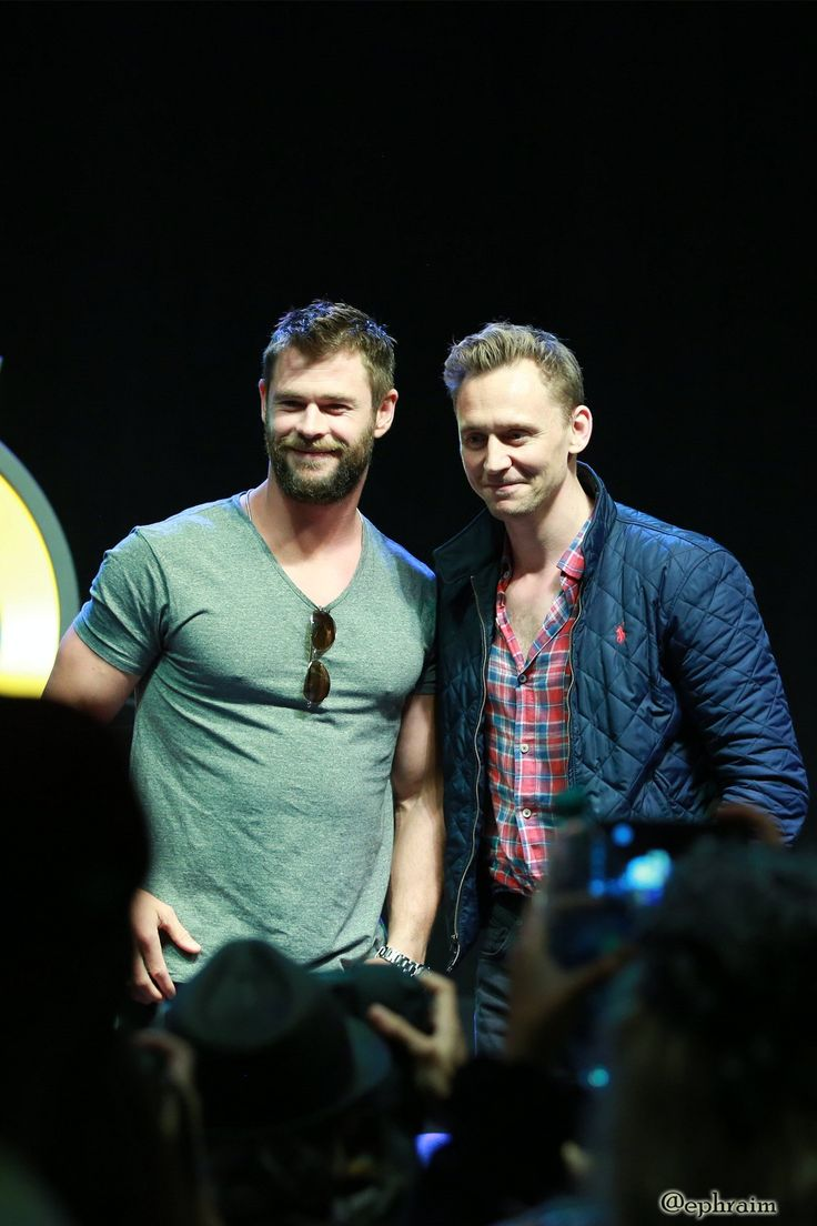 Tom Hiddleston and Chris Hemsworth on day 3 of Wizard World Comic Con Philadelphia 2016 held at Pennsylvania Convention Center on June 4, 2016 in Philadelphia. Full size image: http://maryxglz.tumblr.com/post/161439790187/tom-hiddleston-and-chris-hemsworth-at-philly Via Torrilla: https://twitter.com/daisy_104/status/871447878505340928