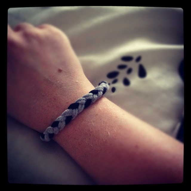 Tshirt bracelet DIY