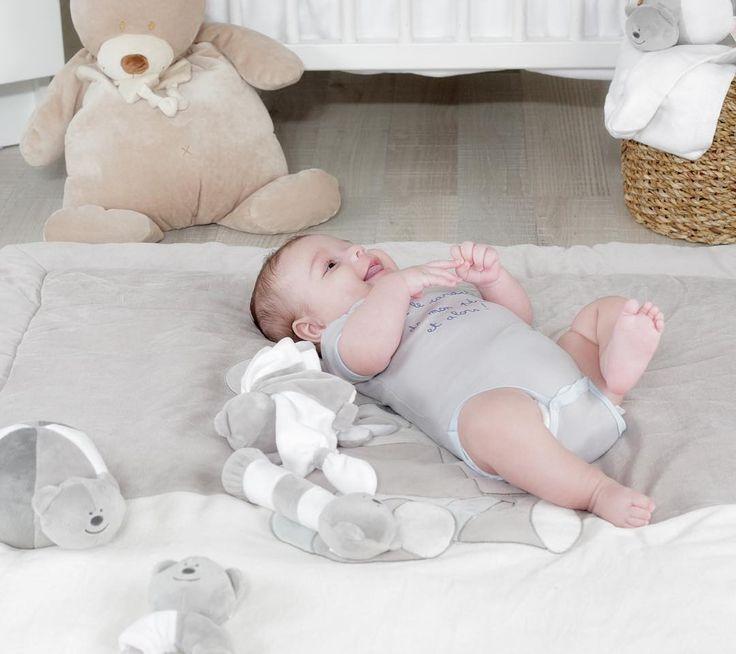 Collection miam le gâteau: tapis de parc + jeux d'éveil = bébé heureux