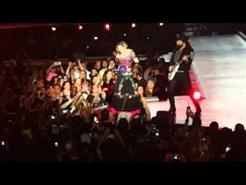 Madonna Pays Tribute to David Bowie, Sings 'Rebel Rebel' During Concert – Watch Now!   David Bowie, Madonna, Video : Just Jared http://www.justjared.com/2016/01/13/madonna-pays-tribute-to-david-bowie-sings-rebel-rebel-during-concert-watch-now/