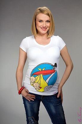 Camiseta premamá con cigüeña llevando gemelos.
