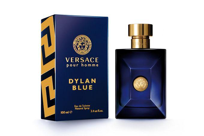 ヴェルサーチ新作メンズフレグランス「ヴェルサーチ ディラン ブルー」ウッディの官能的な香り | ニュース - ファッションプレス