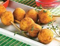 Cantinho Vegetariano: Espetinhos de Bolinha de Batata (ovo-lacto)