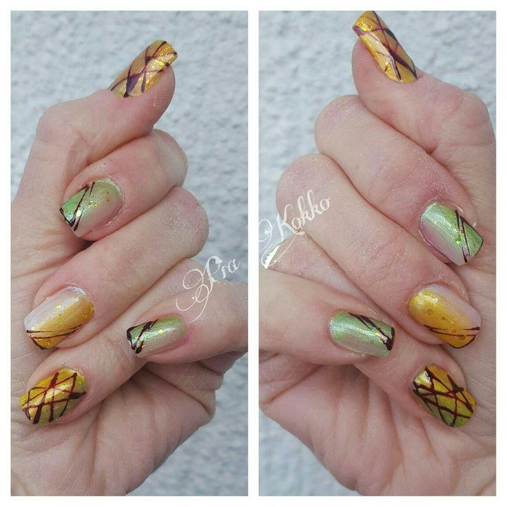 #opal #grassymetallic #yellowmetallic #deepred #uvgel #gradient #nailart #passionfornails