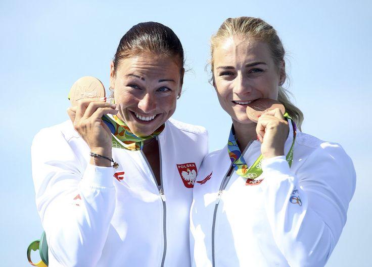 Beata Mikołajczyk (z lewej) i Karolina Naja - kajakarstwo