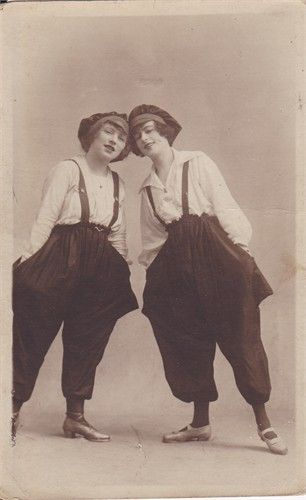 Pauline Cuerton as Violette Golding with her friend Liv