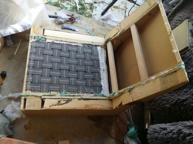 Projet palette crée  une meridienne et deux poufs.