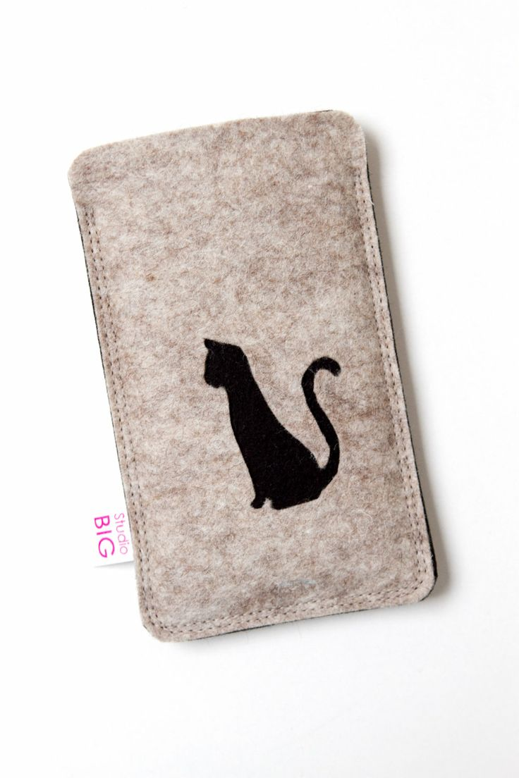 CAT iPhone 4 case with black cat customized felt by StudioBIG, €17.50