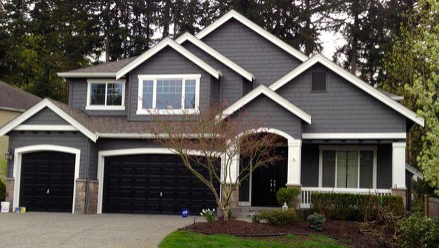 everything good, but garage door lighter shade of gray not black