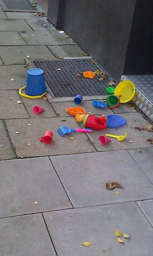 Kinderspielzeug auf der Strasse