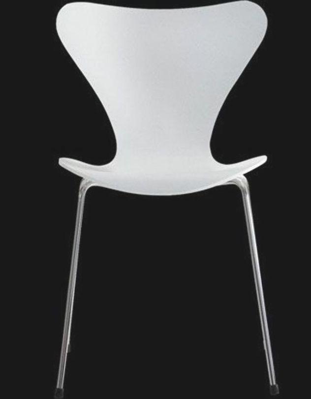 Chaise Fourmi Arne Jacobsen ในป 2020