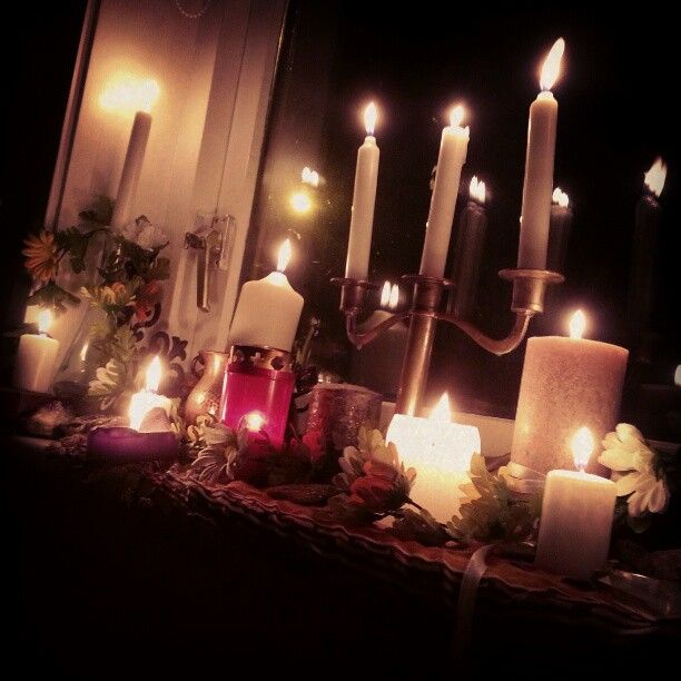 It's almost Imbolc, the festival of light is welcomed by lots of candles at the windowsill. An old traditional way to welcome the light into nature and into your life.