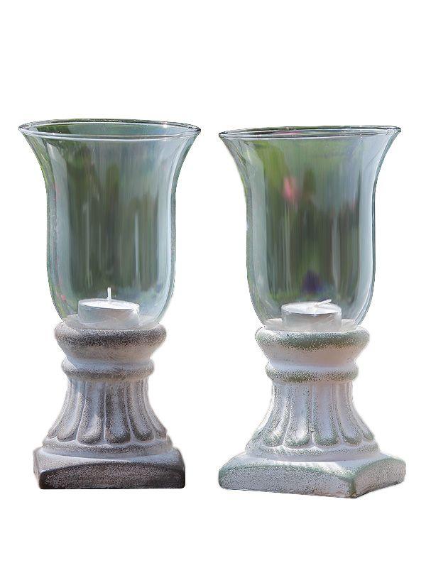 Prezente acum şi în gama noastră de decoraţiuni interioare, vă recomandăm paharele pentru lumânări cu soclu sculptat de înălţime totală 22 cm