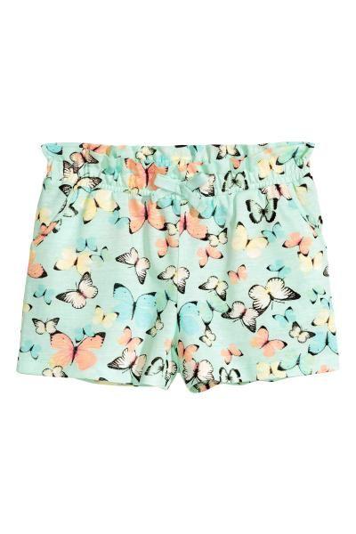 Pantaloni scurți de jerseu moale, cu elastic în talie și cu buzunare laterale.