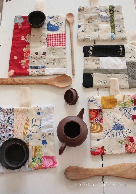 Japanese pot holders, a must for napkins and potholders and maybe towels, adore! In vintage prints with simple embroidery? A perfect travel project.