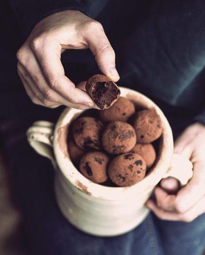 """""""Sugarless"""" è un libro che raccoglie tante ricette di dolci, tutti senza o con quantità ridotte di zucchero, creati da Romina Coppola e divisi per stagionalità degli ingredienti"""